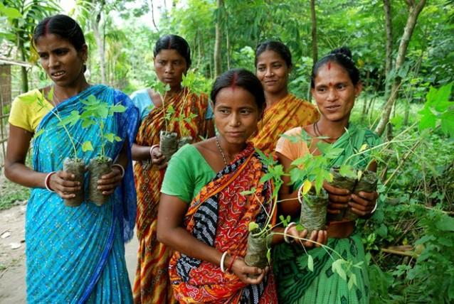 Women-with-saplings-West-Bengal-India_jpg_650x0_q85_crop-smart-638x428