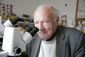 Ron-Hoskins-bee-research_1958-6bmjd3indcb6wd2jl85173r1ordfhbckc8biel5aim6