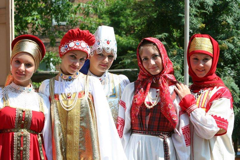 1478018285_russian-native-costume-00201