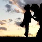 Rodičovstvo a život v partnerskom zväzku predlžujú život