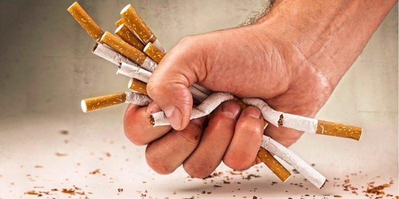 Fajčenie vidios červený čele Gay porno hviezdy